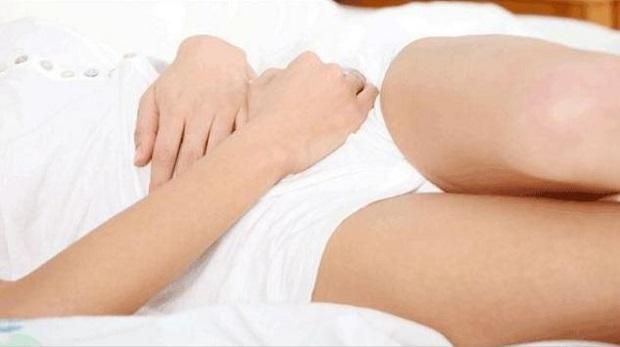 belo-pranje-kod-zena-simptomi-uzrok-i-lecenje