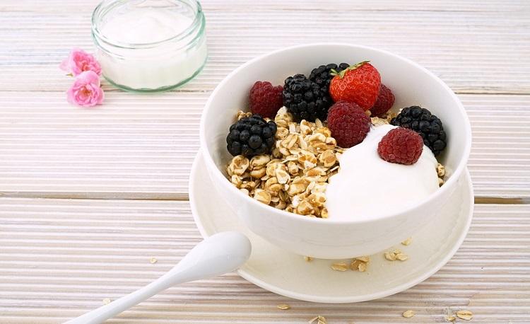 jogurt i voce za dorucak recept